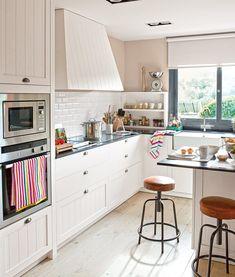 Go To The Kitchen In Spanish - Kitchen Photos Collections Kitchen Sink Diy, Kitchen Dining, Kitchen Remodel, Kitchen Decor, Kitchen Cabinets, Sweet Home, Cocina Office, Spanish Kitchen, Kitchen Photos