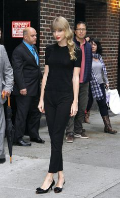 taylor swift in black