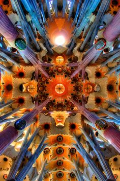 Loking up at La Sagrada Familia, Barcelona, Spain. Antoni Gaudi started this in 1883 and it is still under construction, (Estimated completion Beautiful Architecture, Beautiful Buildings, Art And Architecture, Beautiful Places, Modern Buildings, Art Nouveau, Antonio Gaudi, Modernisme, Kirchen