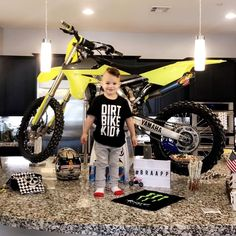 How EPIC is this birthday party?DBK tees are on the site! Motocross Birthday Party, Motocross Baby, Bike Birthday Parties, Dirt Bike Birthday, Baby Birthday, Dirt Bike Party, Yuri, Baby Bike, Toddler Photos