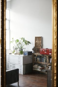 The apartment & studio of Huy Bui in Brooklyn, New York City Letterpress Drawer, New York City Photos, Living Place, Shelving Systems, Slow Living, Daily Inspiration, Interior And Exterior, Home Office, Studio