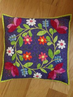 Appliqué quilt pillow, made by Ann Haley, pattern by Debra Kemball