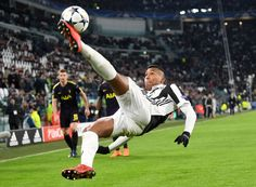Alex Sandro of Juventus clears the ball during the UEFA Champions League Round of 16 First Leg match between Juventus and Tottenham Hotspur at Allianz Stadium on February 13, 2018 in Turin, Italy.