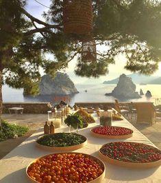 Li Galli - private island at Amalfi Coast via Places To Travel, Places To Go, Italian Summer, European Summer, French Summer, Italian Lunch, Italian Table, Summer Dream, Summer Art