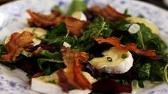 Eén - Dagelijkse kost - salade met rode bietjes, spek en zachte Belgische kaas