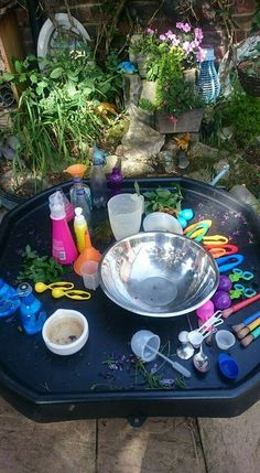 Potion making AK Eyfs Activities, Nature Activities, Preschool Activities, Eyfs Outdoor Area, Outdoor Play, Eyfs Classroom, Outdoor Classroom, Play Based Learning, Learning Centers