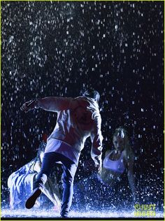 justin bieber amas 2015 performance in rain 03