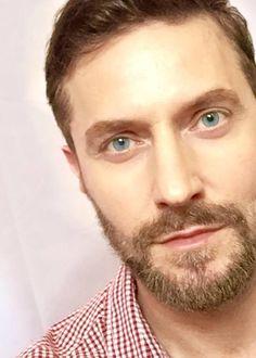 Richard Armitage 1 June 2015: Hey-la, Hey-la, the beard is back~!♪♫♪♫♪