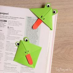 VISIT FOR MORE Fun art idea for kids (or kid at heart) to make: DIY Frog Corner Bookmarks! The post Fun art idea for kids (or kid at heart) to make: DIY Frog Corner Bookmarks! Frog Crafts, Diy And Crafts, Paper Crafts, Diy Bookmarks, Corner Bookmarks, Projects For Kids, Diy For Kids, Crafts For Kids, Marque Page