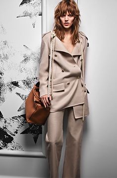 Discover the new Spring Summer 2016 Campaign. Max Mara womenswear designs, lines and colours wait for you on the Online Store. Shop now!