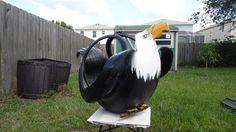 Decoración ecológica para jardín. Hoy te traemos uno de los últimos trabajos de nuestro amigo Jose Domínguez. Se trata de un imponente águila hecho con un solo neumático reciclado. http://bricoblog.eu/aguila-con-un-neumatico-reciclado/ #Reciclado #Jardín #Neumáticos #Bricolaje