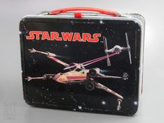 Star Wars Lunch Box Metal - 1978 by King Seeley - artist Don Henry Tin Lunch Boxes, Vintage Lunch Boxes, Metal Lunch Box, Vintage Movies, Vintage Toys, Vintage Metal, Vintage Style, Star Wars Lunch Box, School Lunch Box