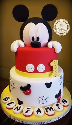 Mickey cake Valeria Cakes repostería creativa Tap the link now to find the hottest products for your kitchen – Paris Disneyland Pictures Mickey Birthday Cakes, Mickey 1st Birthdays, Mickey Cakes, 1st Birthday Cake Smash, Mickey Mouse Clubhouse Birthday, 2nd Birthday, Birthday Ideas, Baby Mickey Mouse Cake, 1st Birthday Boy Themes
