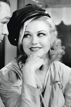 Ginger Rogers - 1933 - Yep it all started with Fred and Ginger! Old Hollywood Glamour, Golden Age Of Hollywood, Vintage Hollywood, Hollywood Stars, Classic Hollywood, Vintage Glamour, Vintage Beauty, Classic Actresses, Classic Films