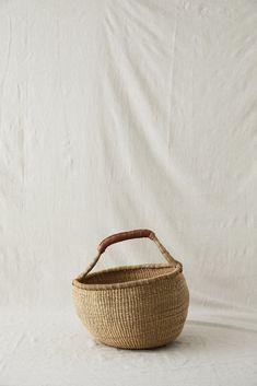 ROUND ELEPHANT GRASS BASKET – Imprint House Kitchen Elevation, Basket Weaving, Hand Weaving, West Africa, Leather Handle, Straw Bag, Grass, Elephant, Artisan