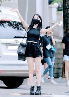 Airport Fashion, Korea Fashion, Airport Style, Lolita Cosplay, Big Crush, K Idol, First Baby, Korean Actresses, Bts Wallpaper