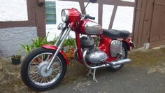 Jawa 360  Kategorie: Motorrad Kilometerstand: 2.025 km Hubraum: 344 cm³ Erstzulassung: 09/1968 Farbe:  Rot Metallic Antriebsart: Kette