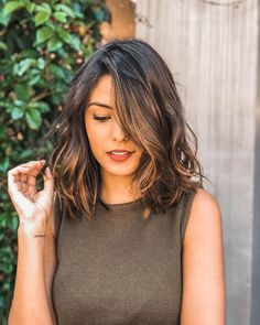 48 Best Short Hairstyles for Thick Hair 2018 – 2019 Short Haircuts For Thick Wavy Hair – Farbige Haare Short Hairstyles For Thick Hair, Pretty Hairstyles, Curly Hair Styles, Long Bob Wavy Hair, Short Medium Hair Styles, Hairstyle For Medium Length Hair, Short Thick Hair, Lob Haircut Thick Hair, Wavy Lob