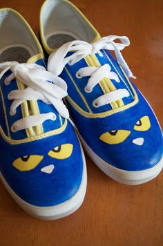 NO WAY! DIY Pete the Cat shoes tutorial - LOVE her easy children's book fashion tutorials - SO easy kids can do them too! Pete the Cat is one of my favorite! CUTE idea for a preschool or kindergarten teacher gift.