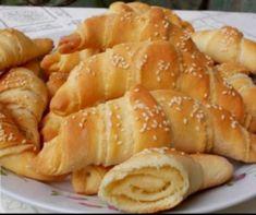 Gyors, csavart vajas kifli Recept képpel - Mindmegette.hu - Receptek Onion Rings, Pretzel Bites, Bread, Ethnic Recipes, Food, Meals, Breads, Bakeries, Yemek