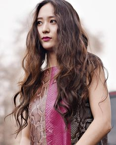Krystal Jung discovered by Jaqueline on We Heart It Krystal Jung, Jessica & Krystal, Jessica Jung, Cut My Hair, Wavy Hair, Victoria, The Most Beautiful Girl, Ulzzang Girl, Korean Beauty