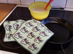 Pot Holders, Crochet Patterns, Knitting, Trapper Keeper, Crochet Stuffed Animals, Potholders, Hand Crafts, Hot Pads, Tricot