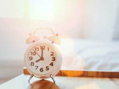 Frank Lipman on why finding your body's natural sleep cycle and circadian rhythms is the key to strength, vitality and wellness. Why Do We Dream, Depression Remedies, Insomnia Remedies, Depression Treatment, Banana Drinks, Always On Time, Sleeping Too Much, Daylight Savings Time, Summer Time