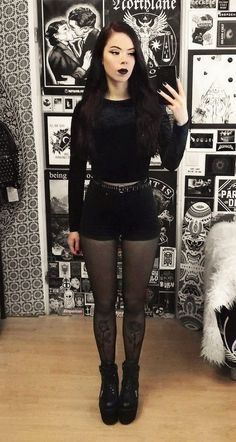 Nu-goth look by nickysatanabis Are you looking for outfits ideas for this Halloween? Then check out these 33 alternative looks and get inspired! Grunge Look, Hipster Grunge, Estilo Grunge, Grunge Style, Nu Goth Style, Soft Grunge, Grunge Outfits, Punk Outfits, Fashion Outfits