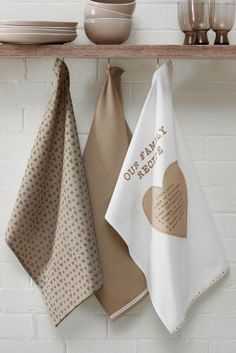 Tea towels are a kitchen necessity, right? Then you can definitely treat yourself to this super cute set from Next without feeling guilty!