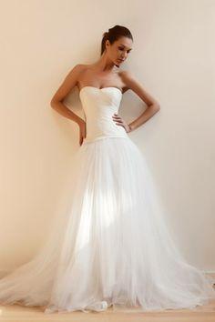 #Moderno y #vaporoso...  Esta creación de Francesca Miranda no solo luce elegante, si no que también #cómoda como para bailar toda la noche... #VestidoDelDía #HauteCouture #Bridal #WeddingDress #Gown #ForTheBride