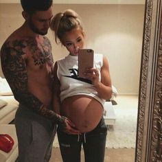 """Find and save images from the """"~Family Goals👨👩👧~"""" collection by sofiexxx on We Heart It, your everyday app to get lost in what you love. Cute Family, Baby Family, Family Goals, Pregnancy Goals, Pregnancy Photos, Yoga Pregnancy, Pregnancy Drawing, Funny Pregnancy, Pregnancy Clothes"""