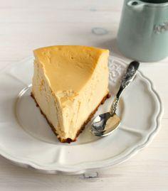 Skinny Brown Sugar Vanilla Cheesecake with Latte Caramel Sauce | honey & figs