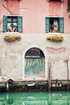 villere:    An old building in Venice
