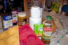 Biomaci szappanjai: Szappan készítés lépésről-lépésre Homemade Cosmetics, Crochet Dolls, Bath Bombs, Soap, Candles, Healthy, Diy, Creative, Nature