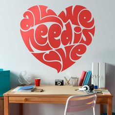 Vinilos Decorativos: Corazón All we need is love #sanvalentin #valentin #decoracion #vinilo #pared #escaparate #tienda #deco #TeleAdhesivo