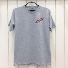 Saturn Tie Dye poche gris t-shirt unisexe XS S M L par POBoxx