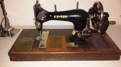 Kayser handcrank. Looks like a Singer 28 clone.