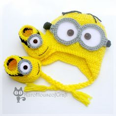Crochet Child Hats KuroHouse of Craft: Minion Child Hat & Booties, Dave, Lance & Jerry (Despicable Me) Crochet Baby Hats Diy Tricot Crochet, Crochet Shoes, Crochet Baby Booties, Crochet Beanie, Cute Crochet, Crochet For Kids, Knitted Hats, Minion Baby, Baby Set