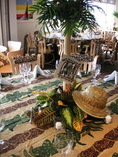 Safari themed table decoration nj wedding event decor for Table design jungle