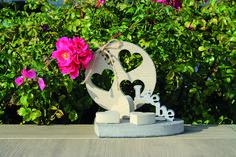 """Eine Indoor- / Outdoor-Deko """"LIEBE"""" / Herz aus Keramikplatten, erstellt mit unserer Wasserstrahlanlage. #Liebedeko #Liebe #Herzdeko #Herz #Häusler #Indoordeko #Outdoordeko #Deko Birthday Candles, Creative, Indoor Outdoor, Ceramic Plates, Spot Lights, Creative Ideas, Heart, Products, Love"""