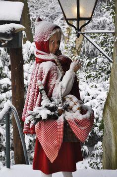 Efteling: Roodkapje in de sneeuw. Little Red Riding Hood in the snow. Anton Pieck, Wolf, Winter Photos, Winter Photography, Red Riding Hood, Amusement Park, Little Red, Winter Season, Christmas Themes