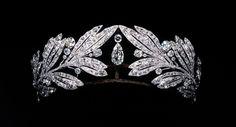 Diadème laurier en platine et diamants, portée par Marie Bonaparte. Cartier Paris, 1907 http://www.vogue.fr/joaillerie/a-voir/diaporama/cartier-exposition-bijoux-20eme-siecle-au-denver-art-museum/21169/image/1112821#!diademe-laurier-en-platine-et-diamants-portee-par-marie-bonaparte-cartier-paris-1907-qatar-museums-authority