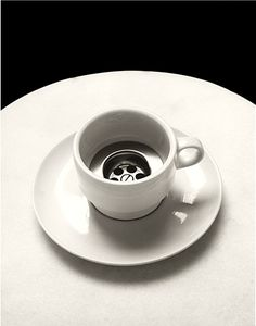 25 Mind-Bending Photos by Chema Madoz That Will Make You Look Twice Spanish photographer Chema Madoz has won international recognition for his surreal black and white photos, and this list brings together some of his best pieces. Surrealism Photography, Conceptual Photography, Mobile Photography, Black N White Images, Black And White, White Art, Online Web Design, Poesia Visual, Pinterest Photography