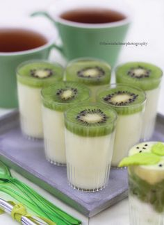 Panna Cotta with Kiwi by theresahelmer