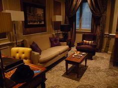 Milan, palace Principe di savoia - palace - Luxe - salon - suite - sofa - velours.