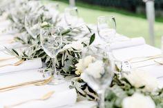 Ein bisschen Greenery schadet nie 💚🌾 Bei dieser Hochzeit haben wir den Tischläufer aus Olive und Eukalyptus gezaubert 😊 (#Werbung wegen Verlinkung) Fotografie: @annaundlisafotografie . . . #hochzeitscatering #gartenhochzeit #hochzeitsinspiration #hochzeitbraunschweig #braunschweig #hochzeit2021 #hochzeitslocationbraunschweig #hochzeitswerkstattbs #heiraten #heiratenbraunschweig Greenery, Table Decorations, Home Decor, Color Of The Year, Olives, Getting Married, Advertising, Decoration Home, Room Decor