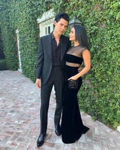 I Can't Get Over How Good Vanessa Hudgens And Austin Butler Looked At This Movie Premiere - Today Pin Vanessa Hudgens And Austin Butler, Vanessa Hudgens Style, Fashion Couple, Girl Fashion, Fashion Dresses, Isabelle Drummond, Celebs, Celebrities, Night Outfits