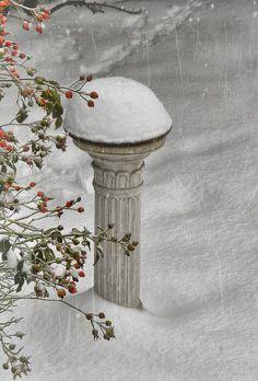 ☆ White Christmas Wonderland ☆ Snowy Winter Sundial