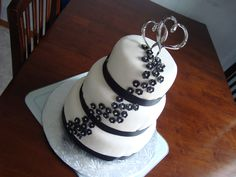 Engagement Cake - white and black theme