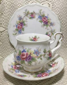 Vintage Cups, Shabby Vintage, Vintage China, Vintage Tea, Teapots And Cups, Teacups, Teapots Unique, Tea Art, China Tea Cups